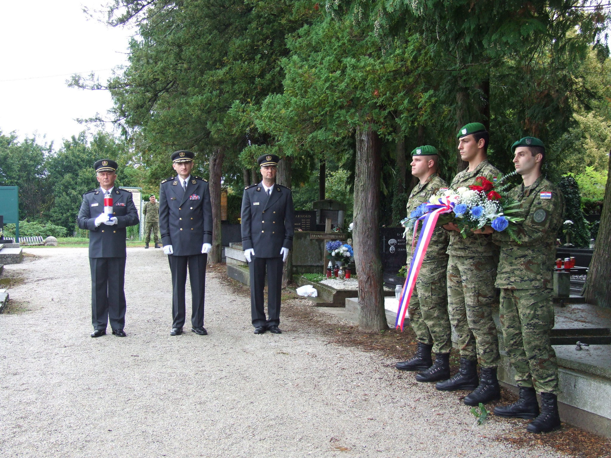 Predstavnici GS OS RH položili vijence na grobovima preminulih načelnika GS OSRH