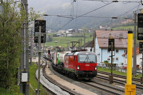 1293014-7 OBB with 1016023-4 OBB on the rear at Matrei am Brenner Austria 140519 (2)