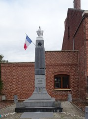 Estrées (Nord) - le monument aus Morts