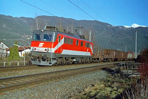 ÖBB 1110 524 + goederentrein/Güterzug/freight train  - Oberhofen