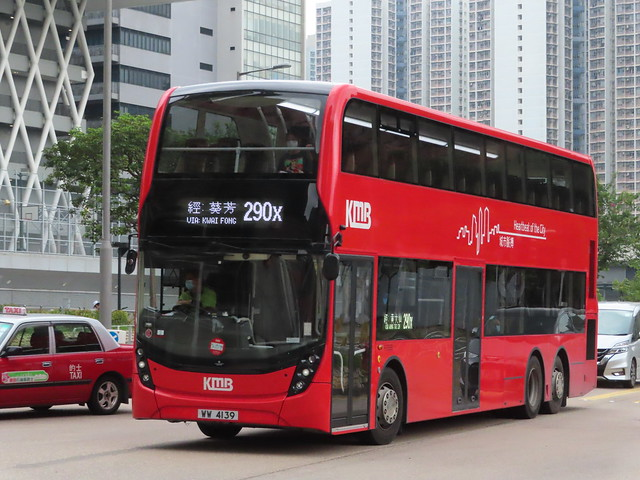 Transport Department has approved to use 12.8m buses on route 290X for services . KMB WW 4139 (E6X134) heads for Tiu Keng Leng Station for loading .
