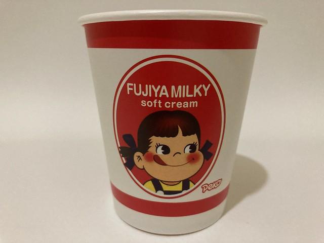 Photo:山崎麵包 Yamazaki Bakery Taiwan FUJIYA MILKY soft cream PEKO By Majiscup Paper Cup 紙コップ美術館