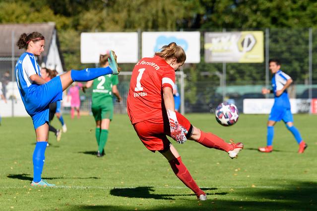 Photo:Christina Kneißl (#1 FC Forstern) beim Abschlag By El Loko Foto