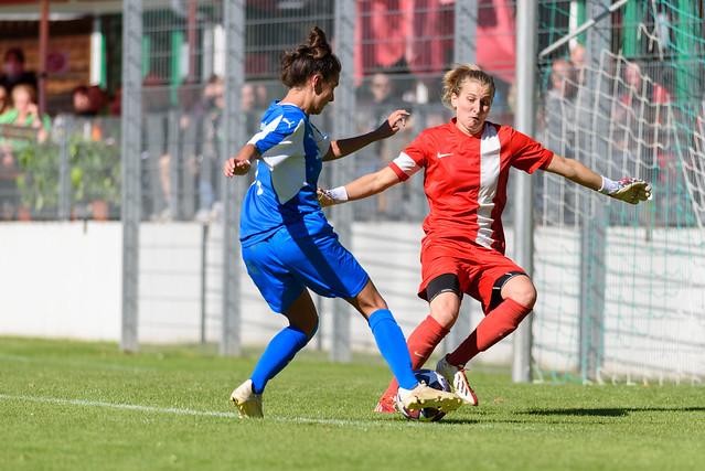 Photo:Paula Ulreich (#7 FFC Wacker München) im 1vs1 mit Christina Kneißl (#1 FC Forstern) By El Loko Foto