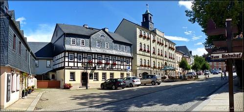Marktplatz zu Zwönitz mit dem Rathaus