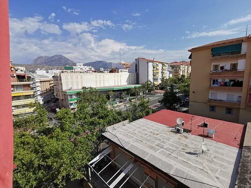 Vistas abierta,  muy soleado. Solicite más información a su inmobiliaria de confianza en Benidorm  www.inmobiliariabenidorm.com