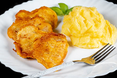 Close-up, mashed potatoes with fried fish pieces
