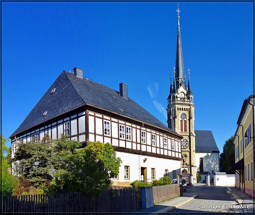 Pfarrhaus und St. Laurentiuskirche in Elterlein