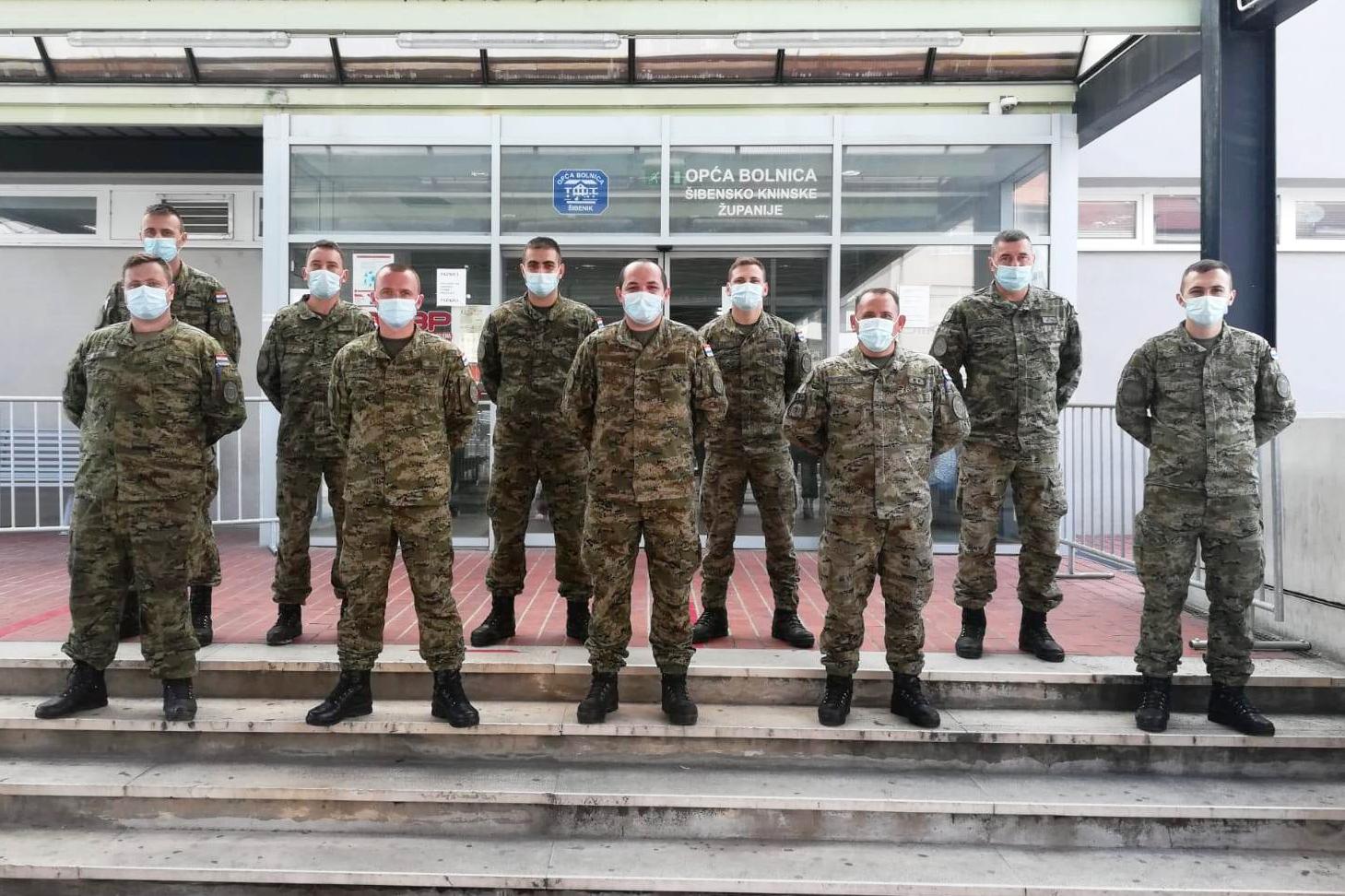 Hrvatska vojska postavila šator Alaska ispred Opće bolnice u Šibeniku