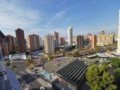 Fabulosas vistas a todo poniente muy soleado.  Solicite más información a su inmobiliaria de confianza en Benidorm  www.inmobiliariabenidorm.com