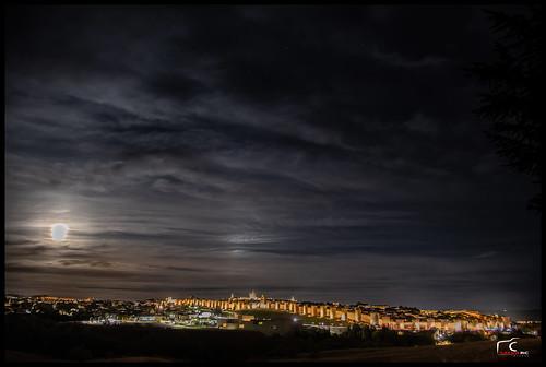 Luna llena sobre Ávila