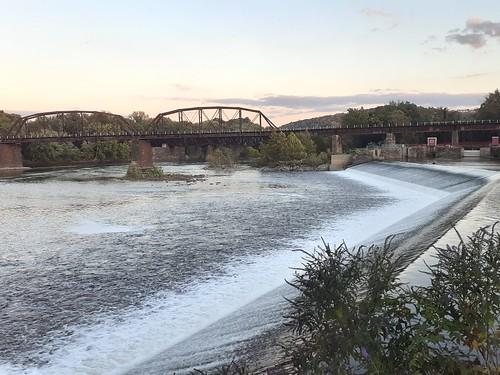 Lehigh River Falls / Lehigh Valley Railroad Bridge: Lehigh River, Pennsylvania, USA