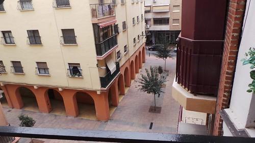 Piso situado en pleno centro y cerca de todos los servicios. Solicite más información a su inmobiliaria de confianza en Benidorm  www.inmobiliariabenidorm.com