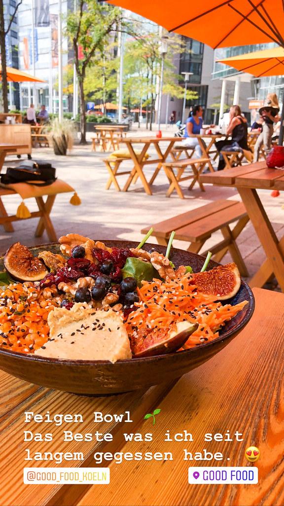 Feigenbowl aus frischen Feigen mit Walnüssen, Cranberries, Linsen, gebratenen Shiitake Pilzen und Hummus