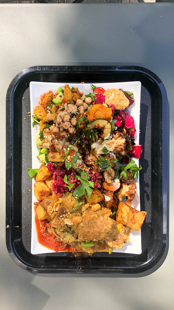 Rectangular tray with vegetable mix, chickpeas and nuts at Sattgrün (vegan restaurant in Cologne)