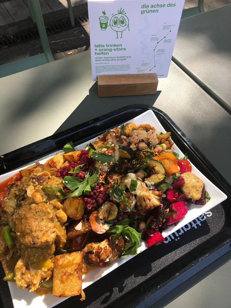 Eine Schale mit Gemüse-mix aus dem Sattgrün Selbstbedienungsbuffet in Köln
