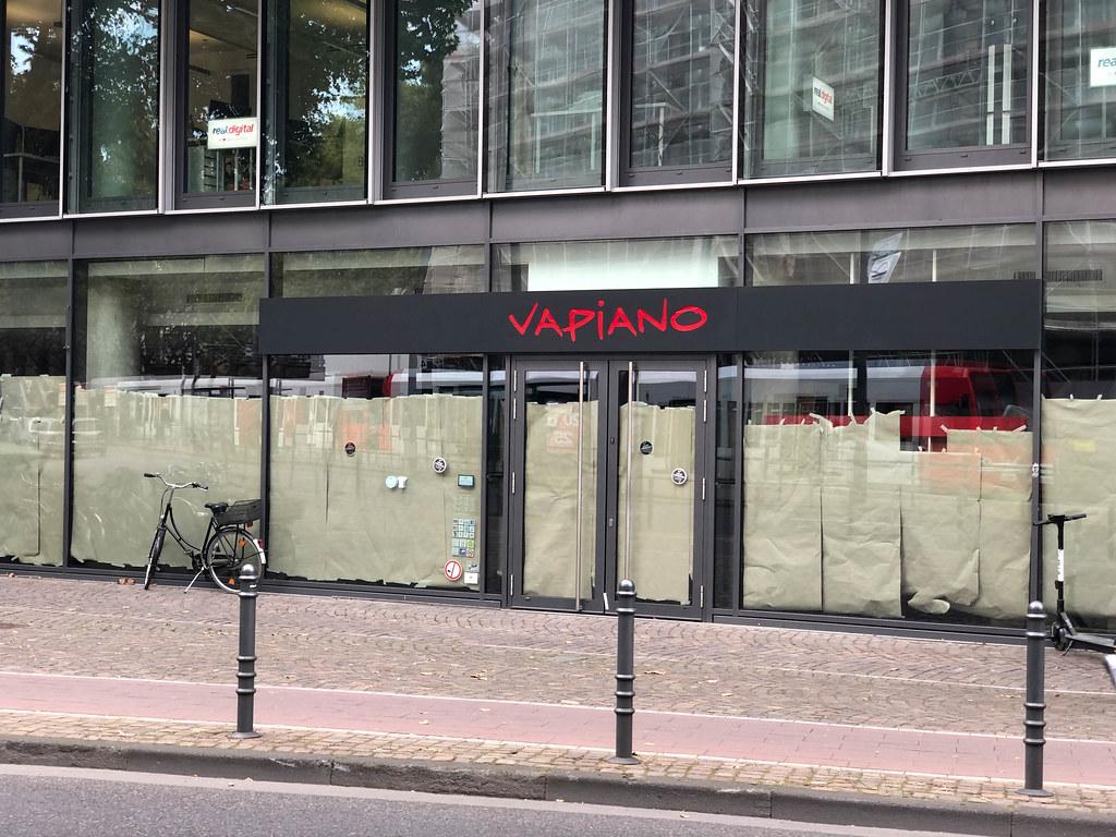 Vapiano in 2020 pleite gegangen: die Schaufenster einer ehemaligen Filiale der Restaurantkette in Köln