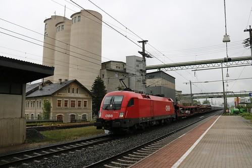 1116082-8 OBB passes Kirchbichl in Tirol Bahnhof Austria 150519