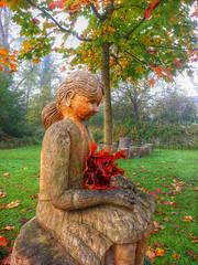 Dame aus Holz