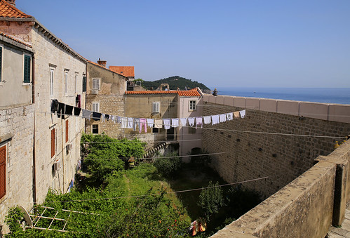 Walls and laundry of Dubrovnik