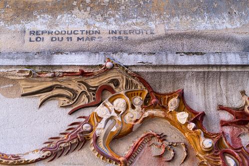 Surprenant détail sur le mur... reproduction interdite