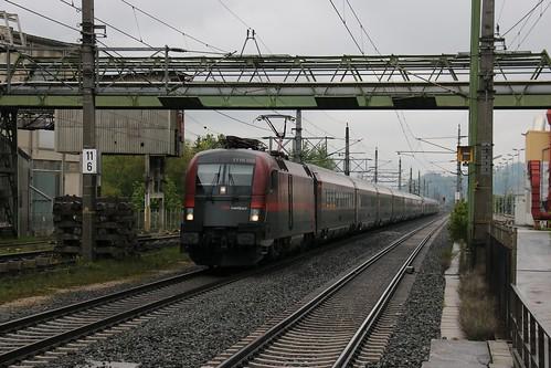 1116222-x OBB & 1116235-3 OBB pass Kirchbichl in Tirol Bahnhof Austria 150519