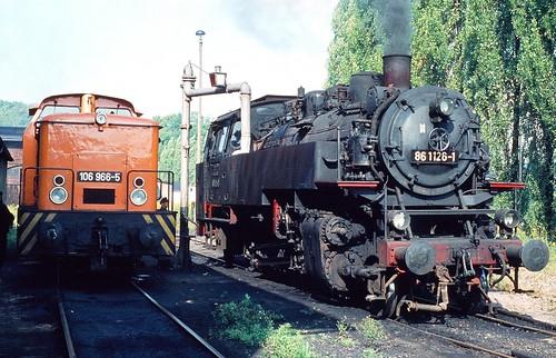 DR 86 1126-1 (ex 86 126; Borsig 1933) + 106 966-5 (LEW 1975) beide Bw Aue
