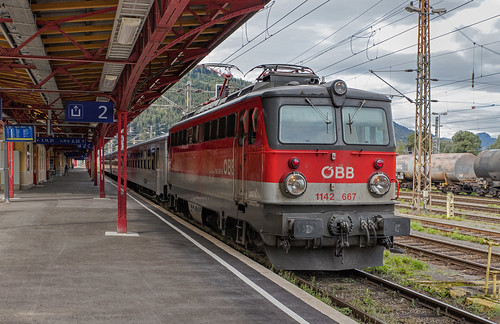 ÖBB 1142 667 en CityShuttle uit Liezen. Selzthal