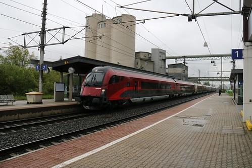 1116231-2 OBB passes Kirchbichl in Tirol Bahnhof Austria 150519 (2)