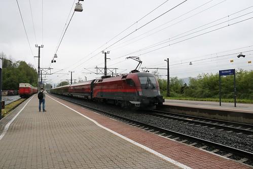 1116231-2 OBB passes Kirchbichl in Tirol Bahnhof Austria 150519
