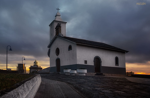 Primeras luces.Ermita de Luarca.