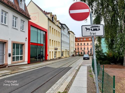 DE-04720 Döbeln Pferdebahngleise und Straßenschild  im September 2020