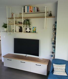 meuble TV + structures en métal et étagères