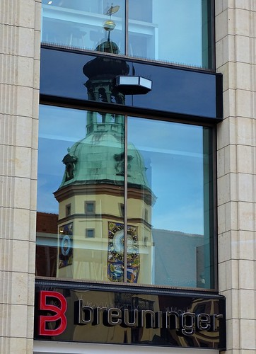 Altes Rathaus Reflected