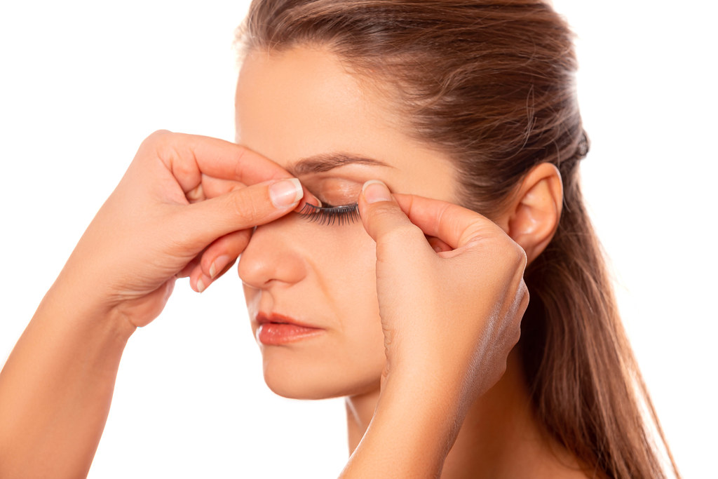 Close-up gluing false eyelashes