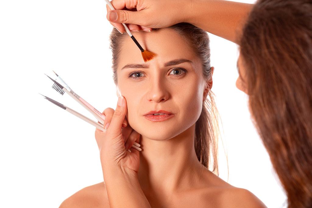 Makeup artist makes a girl's makeup