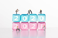 Workers with ice cubes with 2020 and 2021 text