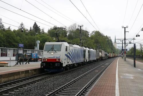 186442-0 LM & 186440-4 LM pass Kirchbichl in Tirol Bahnhof Austria 150519