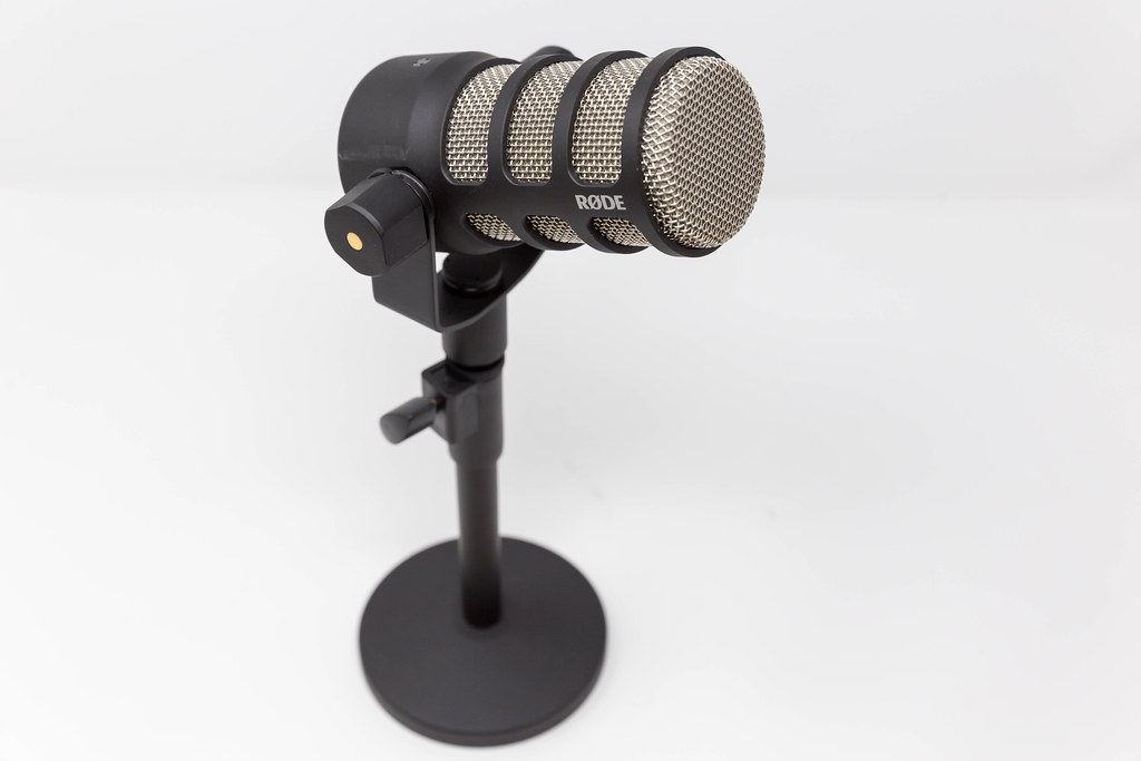 Podcast gear: dynamic microphone optimised for speech applications. Podmic by RØDE