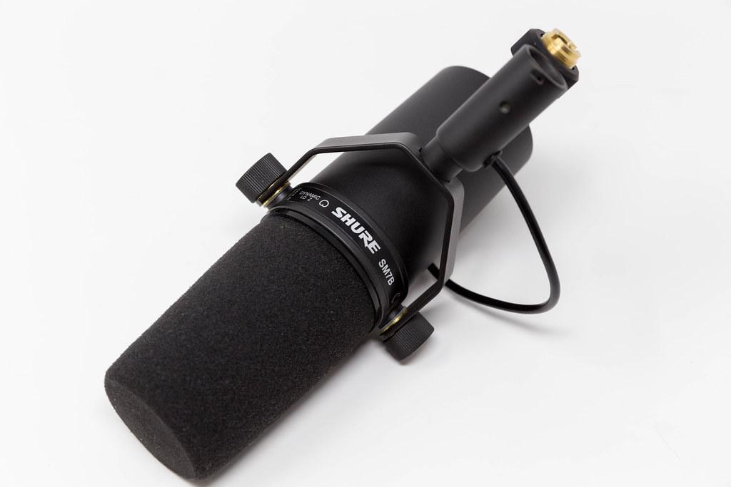 Shure SM7B dynamisches Mikrofon mit Nierencharakteristik: natürlicher Klang für Broadcast oder Podcast-Aufnahmen