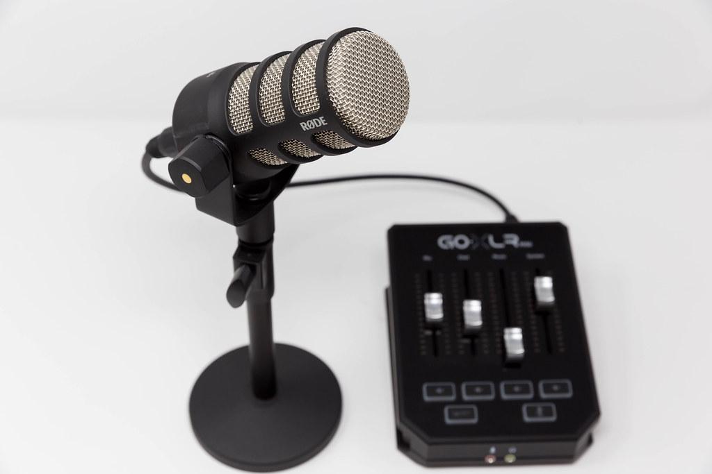 Podcast-Ausrüstung: TC Helicon GO XLR MINI Mixer und PodMic Mikrophon von RØDE