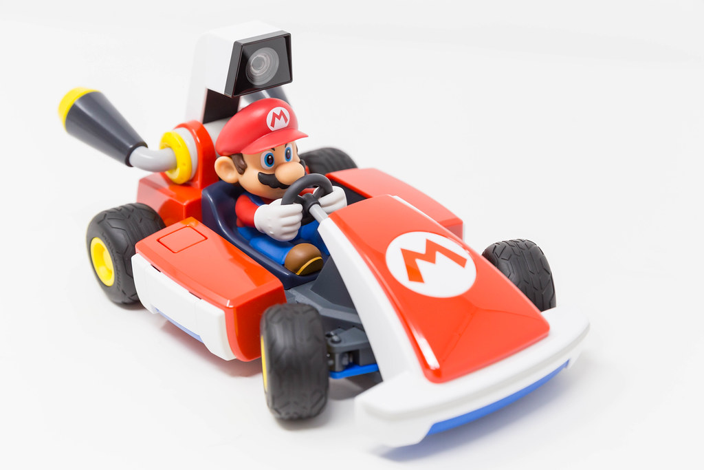 Mario Kart Live - control a real-life race with Nintendo Switch