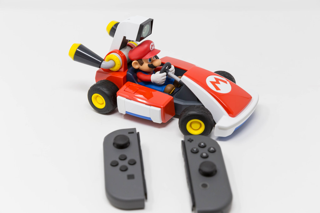 Mario Kart Live with Nintendo Switch: Create a course in your home and watch the race come to life!
