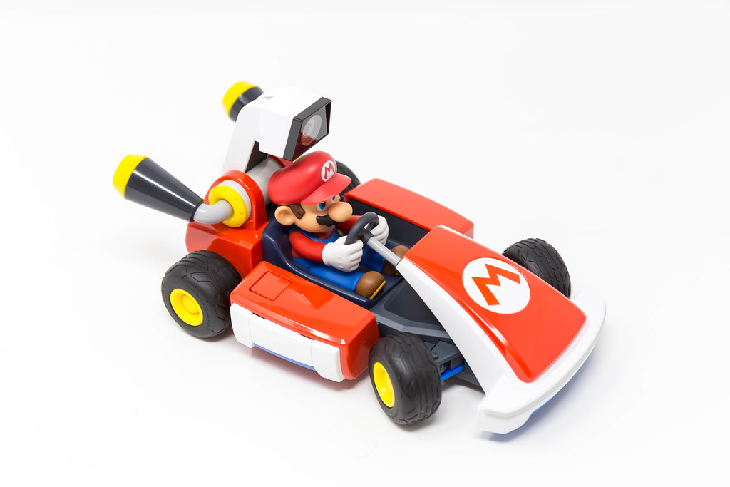Mario Kart Live with Nintendo Switch: up to 4 players can race around the house together