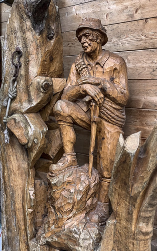 Woodcarving in Ginzling