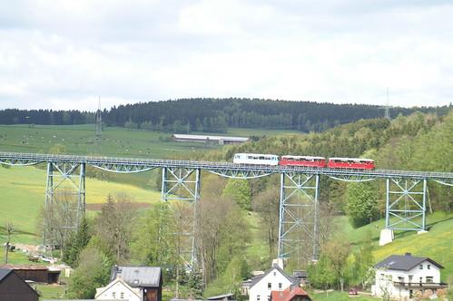 Ferkeltaxe 772 312-5 over het viaduct van Markersbach 16-05-2010