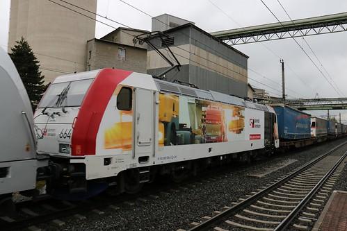 187308-2 Rpool 187300-9 Rpool & 185664-0 LM pass Kirchbichl in Tirol Bahnhof Austria 150519