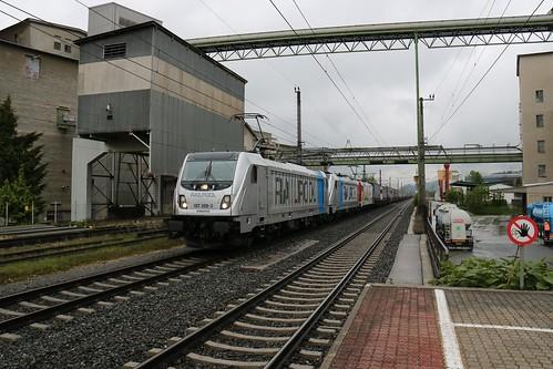 187308-2 Rpool 187300-9 Rpool & 185664-0 LM pass Kirchbichl in Tirol Bahnhof Austria 150519 (2)