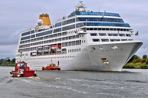 Lotsenboote und Kreuzfahrtschiff - Nord-Ostsee-Kanal bei Rüsterbergen