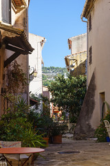 3950 Le Revest-les-Eaux : les rues de la ville haute
